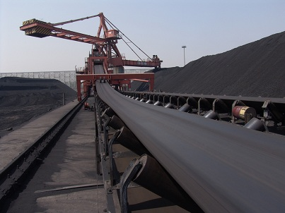 What are the conditions encountered during the operation of the belt conveyor that must be shut down?