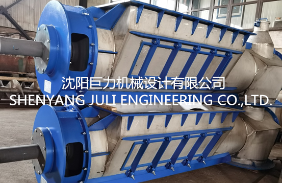 What is the basis of the screw feeder?